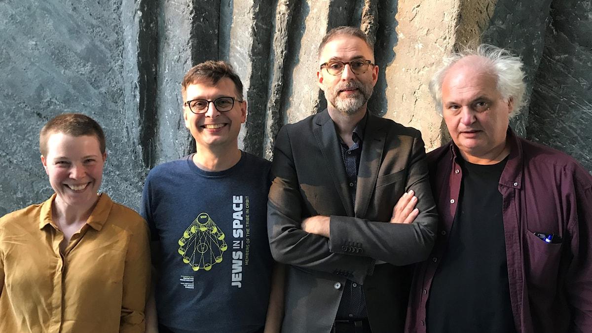 Veckans panel består av kulturskribenten Hanna Höglund, musikern Alexander Freudenthal, Musikrevyns Johan Korssell och författaren och chefredaktören Göran Greider.