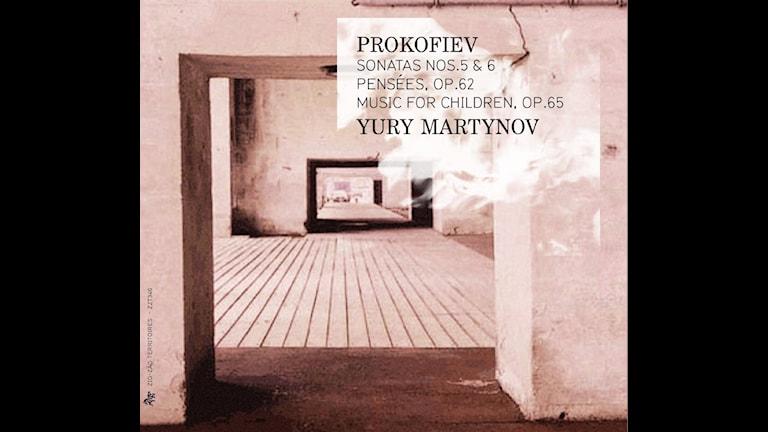 CD-omslag till Jurij Martynov framför pianostycken av Sergej Prokofjev.