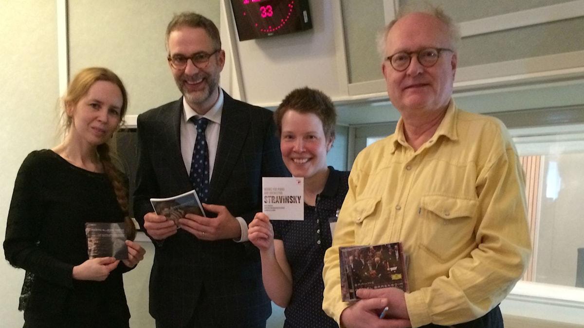 Veckans panel: Fr.v: Anna Nyhlin, programledaren, Hanna Höglund och Bengt Forsberg