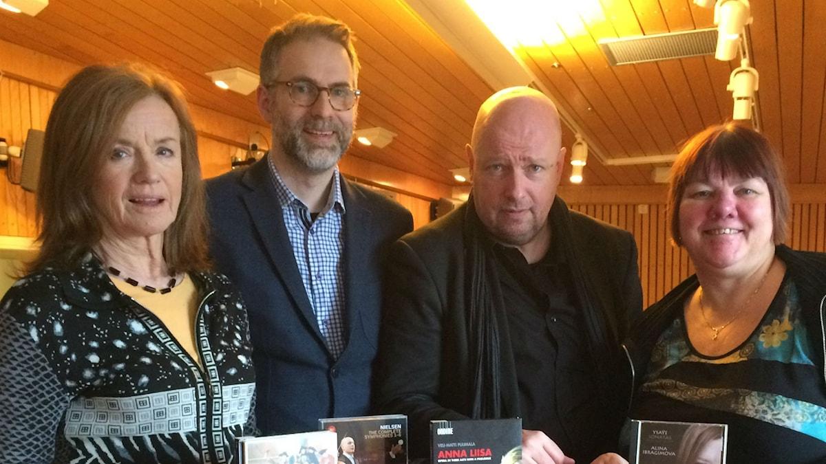 Panelen vecka 9, från vänster: Camilla Lundberg, programledaren, Magnus Lindman och Evabritt Selén.