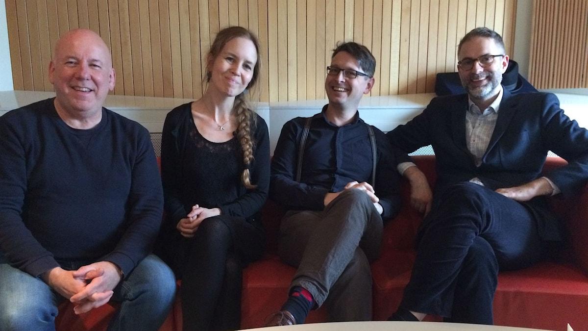 Veckans panel: Fr. v: Evert van Berkel, Anna Nyhlin, Alexander Freudenthal samt programledaren Johan Korssell