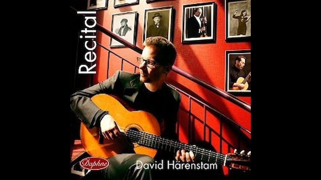 Gitarristen David Härenstam spelar stycken av bl.a. Barrios  och Brouwer