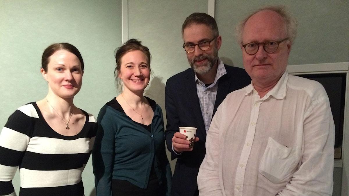 Veckans panel: fr.v Johanna Paulsson, Ditte Hammar, programledaren och Bengt Forsberg
