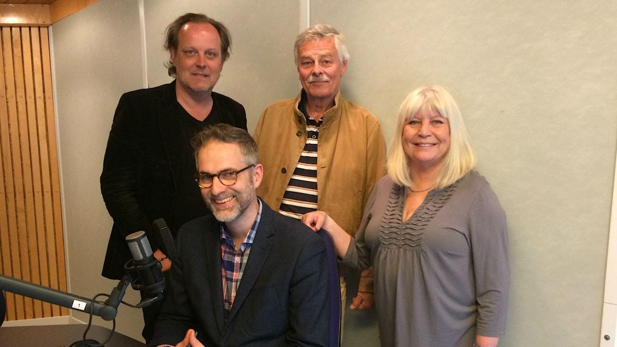 Veckans panel, fr. v: Tony Lundman, programledaren, Niklas Lindblad och Bodil Asketorp