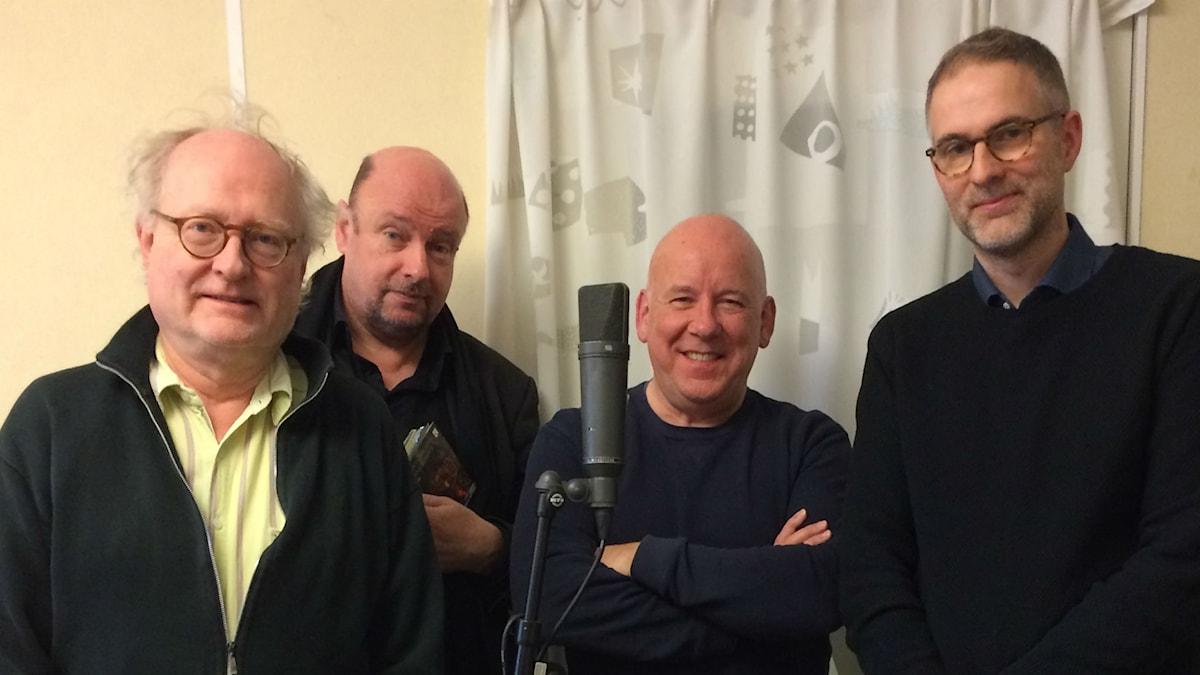 Veckans panel fr. v: Bengt Forsberg, Magnus Lindman, Evert van Berkel och programledaren.
