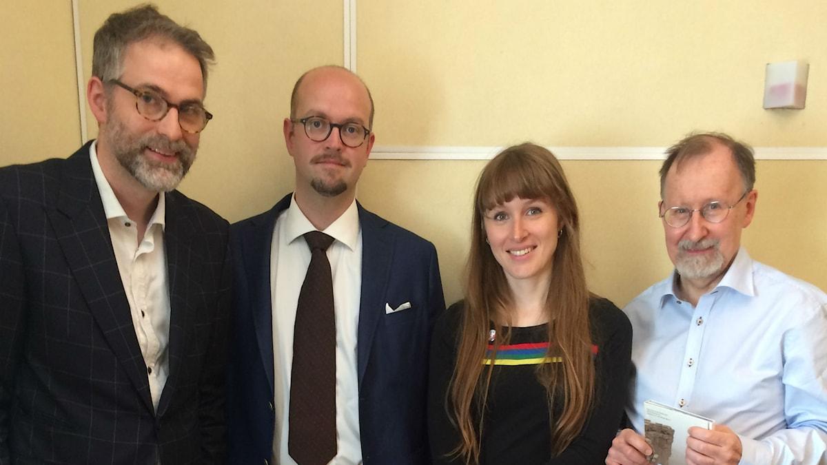 Veckans panel fr.v: programledaren, David Björkman, Aurélie Ferriere samt hedersgästen Trygve Nordwall.