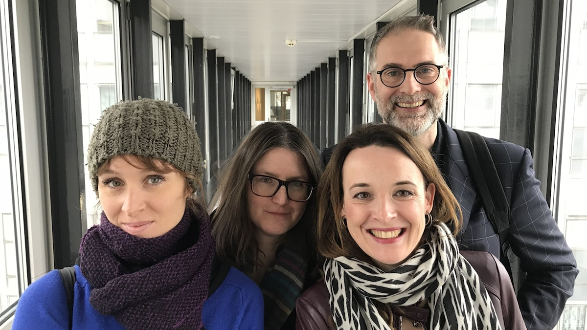Musikproducenten Aurélie Ferriere, P2:s Sara Norling och dirigenten Marie Rosenmir utgör veckans panel. Musikrevyns programledare är Johan Korssell.