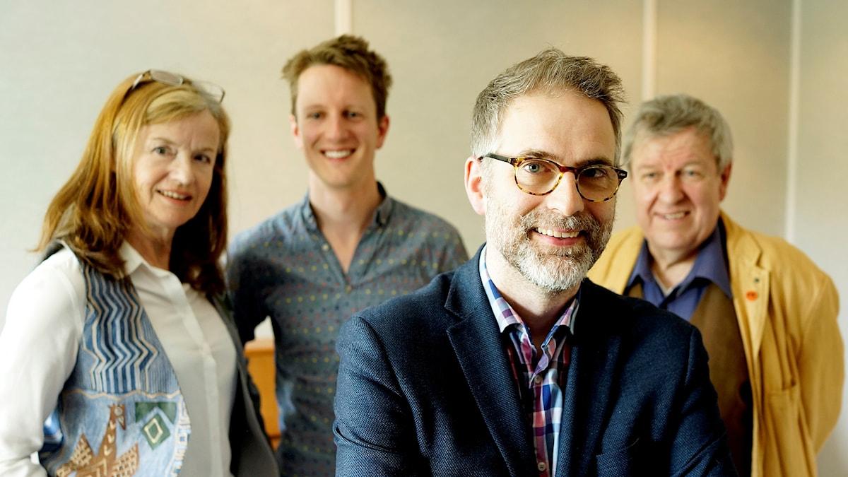 Veckans panel fr v: Camilla Lundberg, Sebastian Stevensson, gäst och P2s Artist 2016-17, programledaren och Rainer Clute.