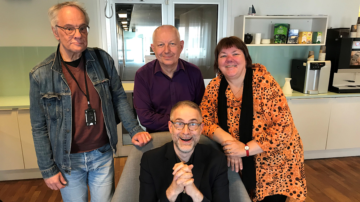 I vårens sista avsnitt av Musikrevyn gästar Per Lindqvist, Måns Tengnér och Evabritt Selén. Programledare är Johan Korssell.