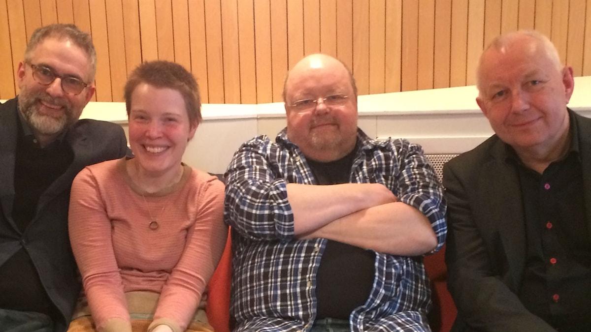 Panelen fr.v: programledaren, Hanna Höglund, Kalle Moraeus (hedersgäst) och Måns Tengnér
