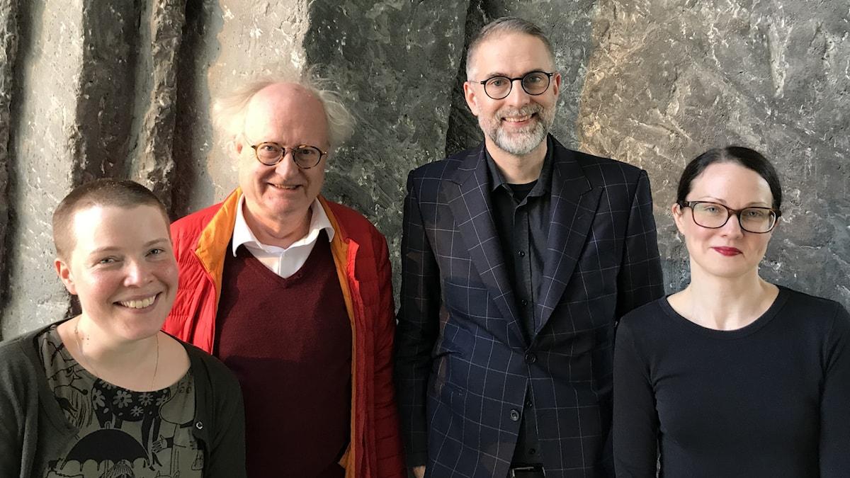 Musikjournalisten Hanna Höglund, pianisten Bengt Forsberg, Musikrevyns programledare Johan Korssell och musikjournalisten Johanna Paulsson.