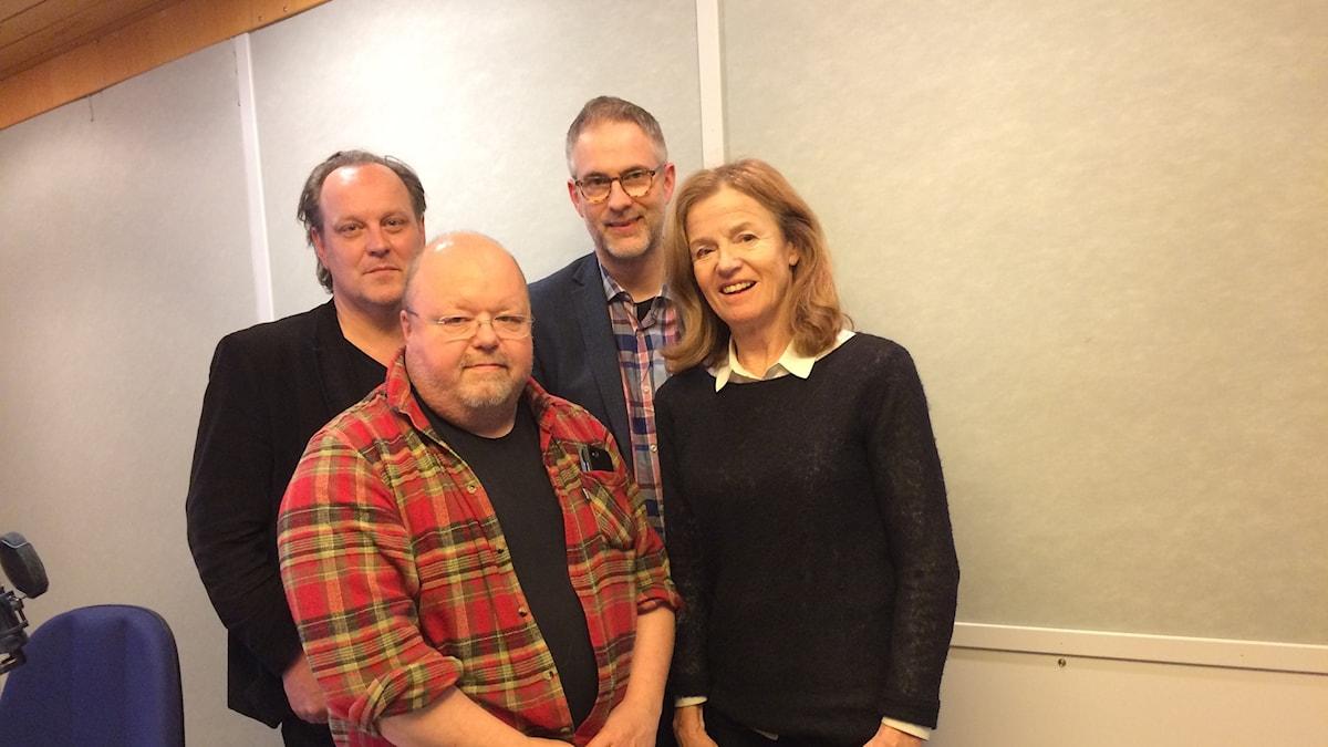 Panelen fr.v: Tony Lundman, Kalle Moraeus, programledaren samt Camilla Lundberg.