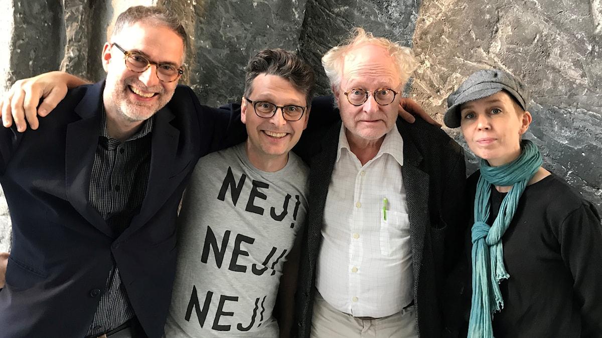 Musikrevyns programledare Johan Korssell tillsammans med Alexander Freudenthal, Bengt Forsberg och Anna Nyhlin.