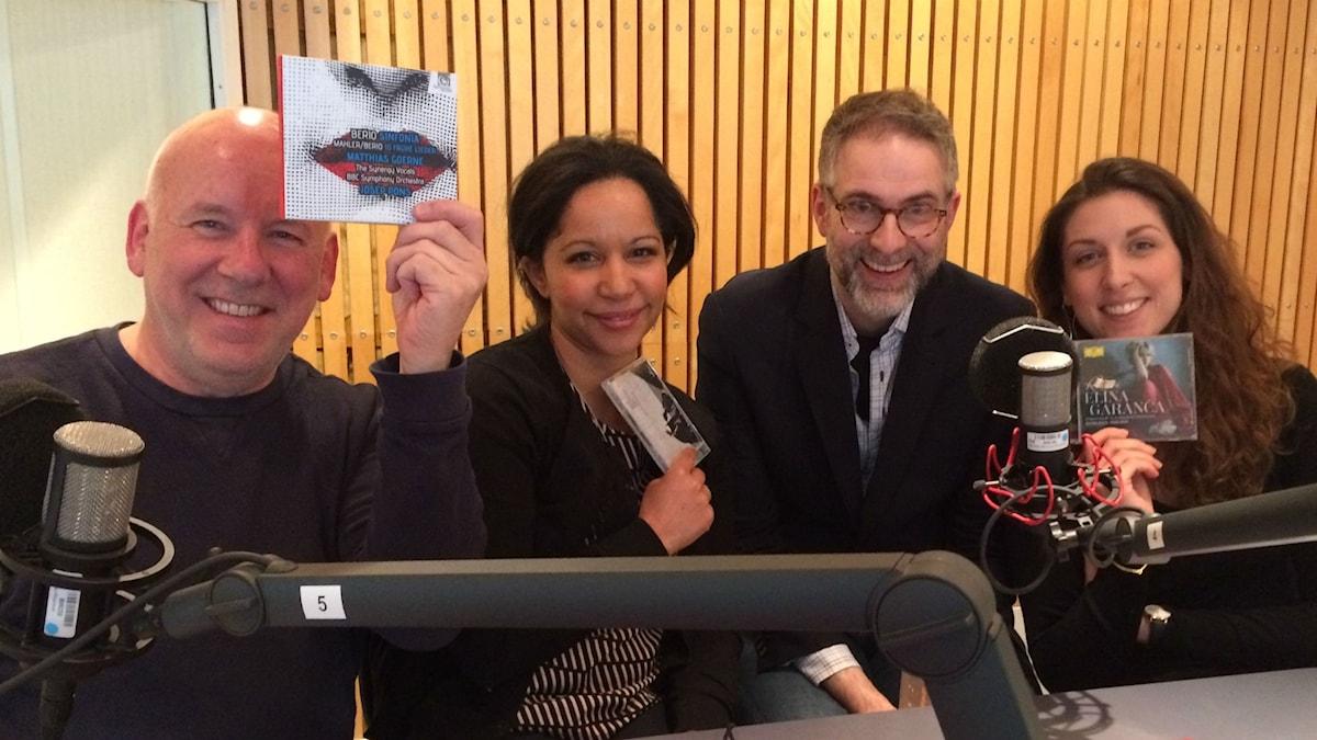 Panelen f.v: Evert van Berkel, Tebogo Monnakgotla, programledaren samt Sofie Almroth