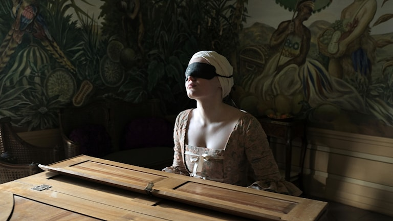 Skådespelaren Maria Dragus i rollen som den blinda pianisten Maria Theresia von Paradis i Barbara Alberts aktuella film.