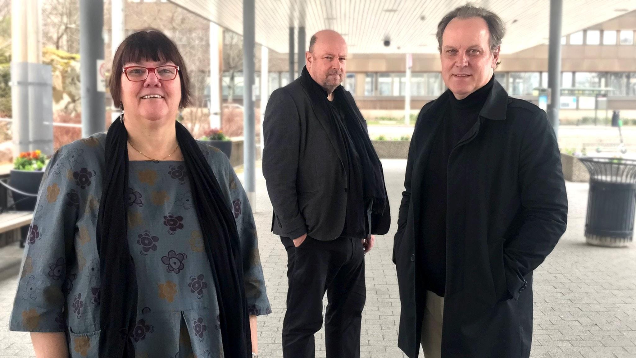 Evabritt Selén, Magnus Lindman och Tony Lundman hörs i veckans musikrevy.