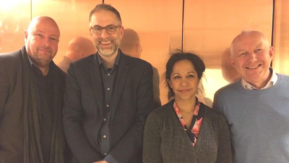 Panelen fr.v: Magnus Lindman, programledaren, Tebogo Monnakgotla och Måns Tengnér