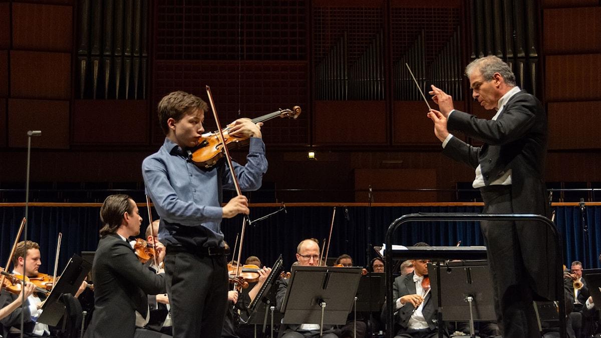 Nielsenprisvinnaren Johan Dalene spelar med Odense symfoniorkester.