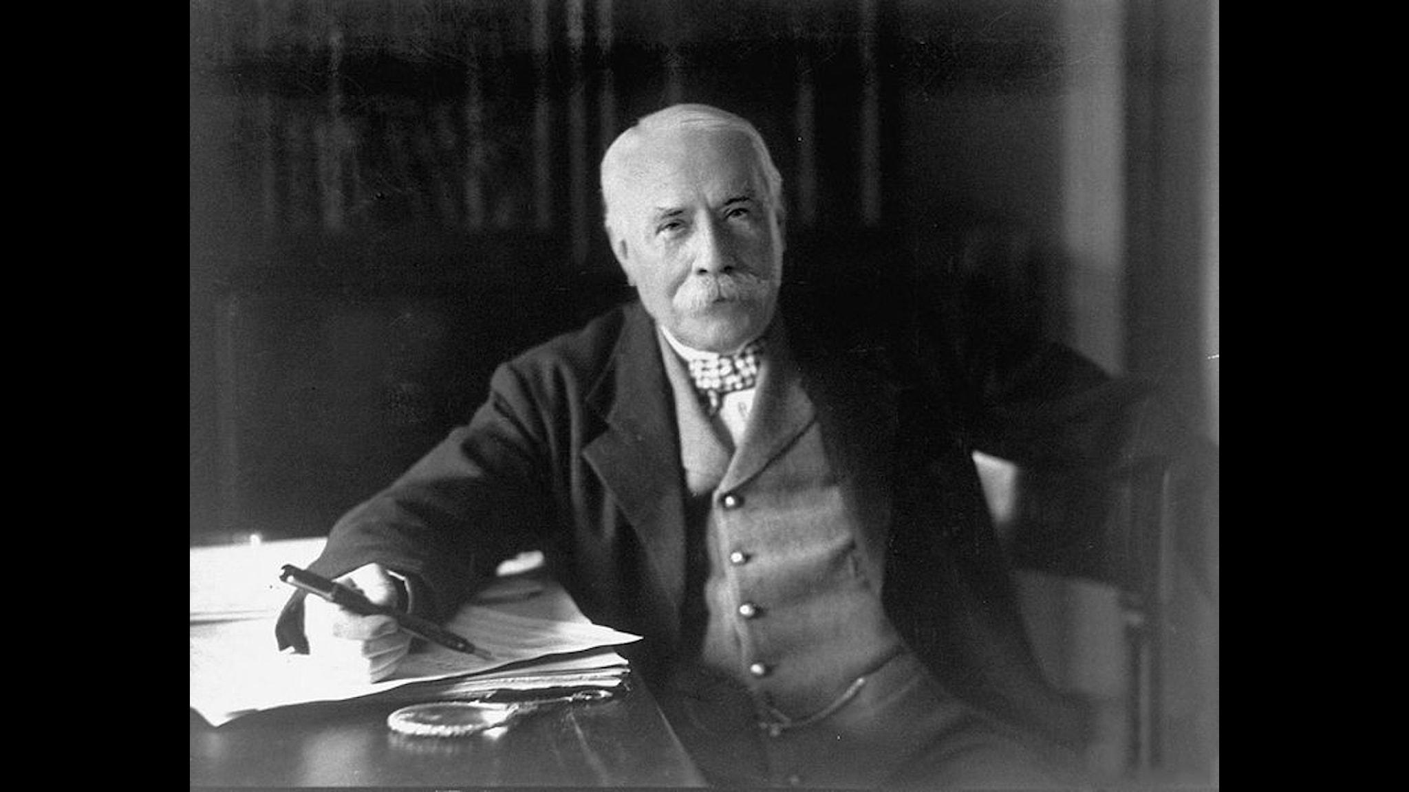 Edward Elgar fotograferad 1931. Herbert Lambert (1881–1936) (Wikimedia commons)