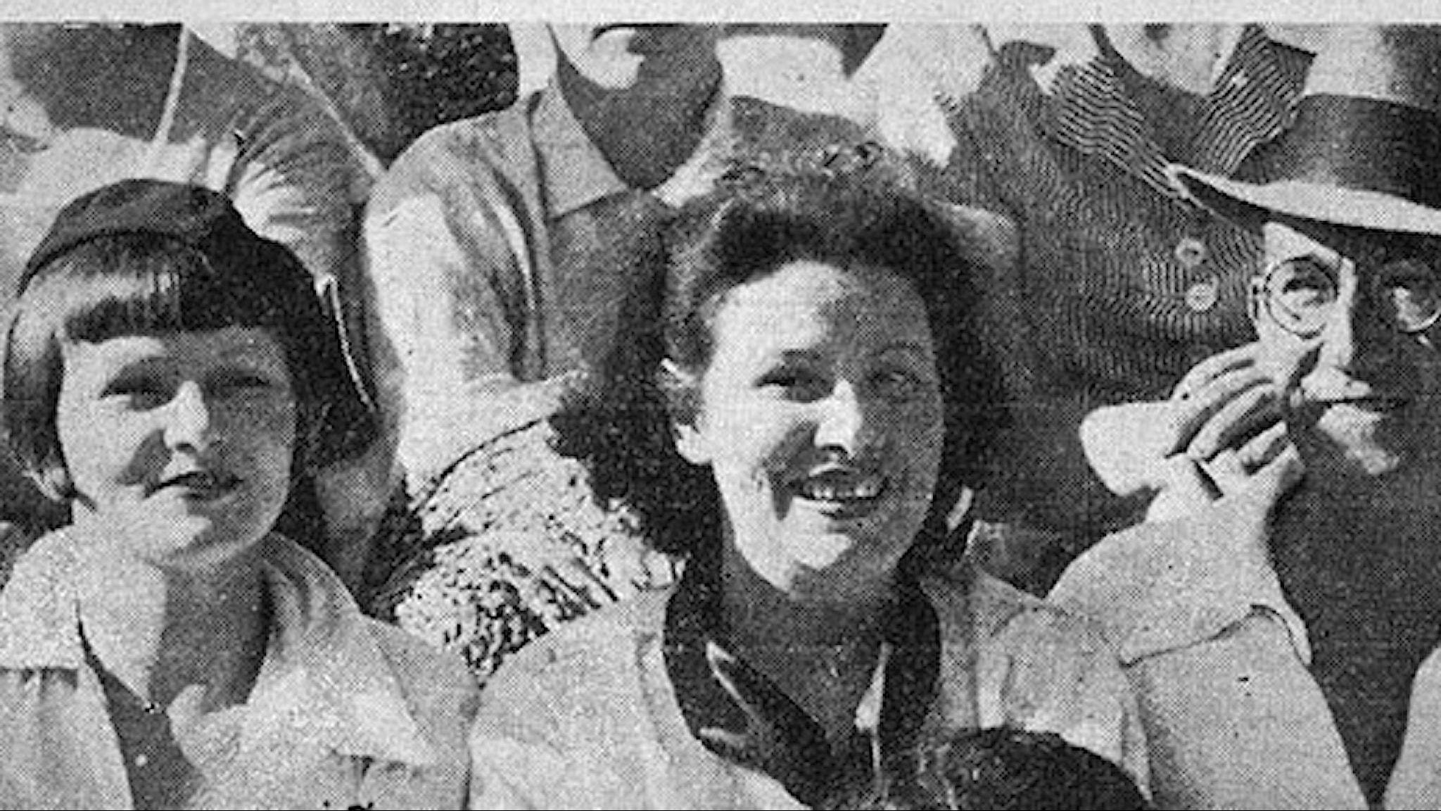 Tre personer på gemensam bild från en tidning från 30-talet