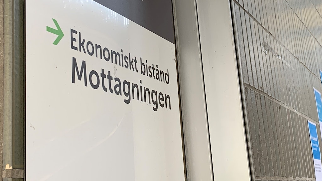 Skylt med texten ekonomiskt bistånd i Eskilstuna.