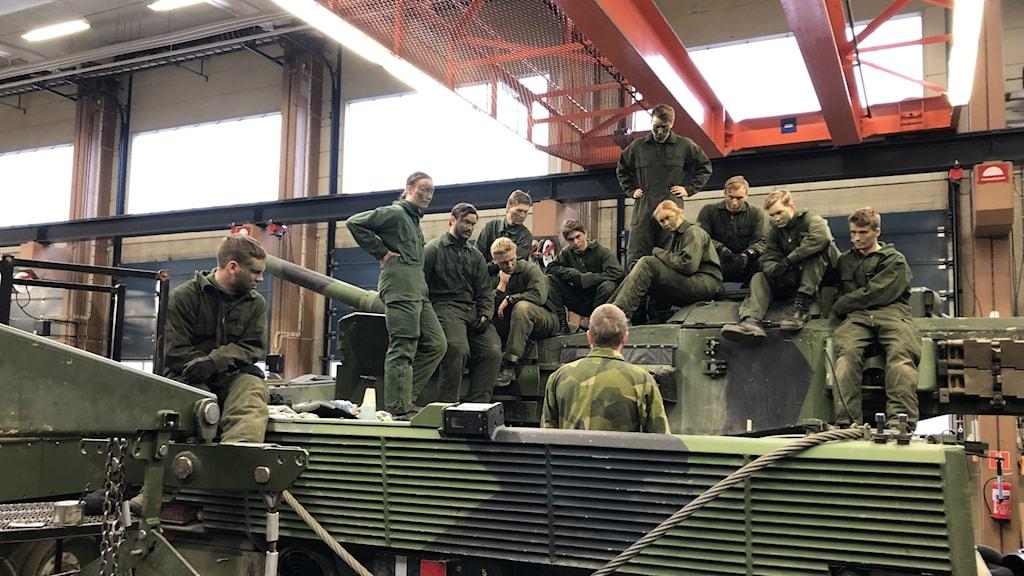 Unga rekryter på Södra skånska regementet, P7.