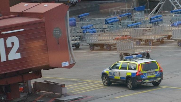 پلیس پرواز از دو باند ترمینال پروازهای خارجی فرودگاه آرلاندا را متوقف کرده است