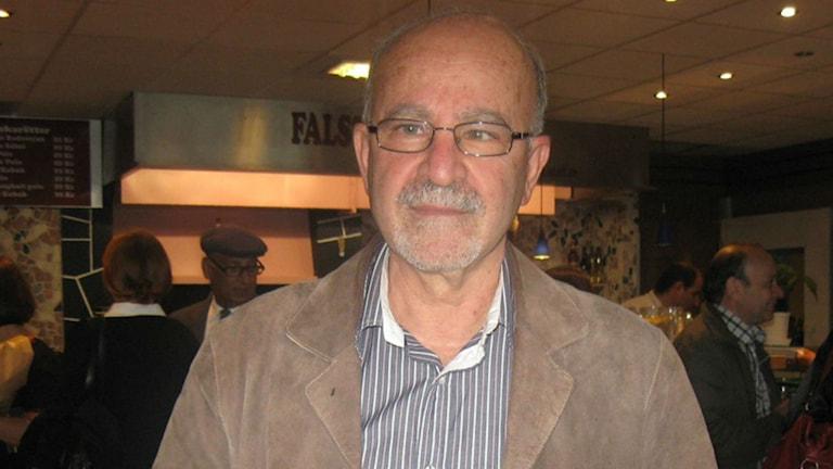 احمد اسکندری، آگاه به مسائل سیاسی