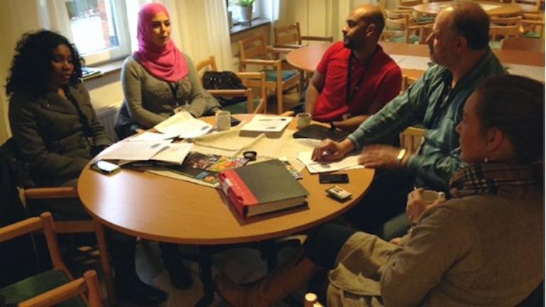 تیم اجرای پروژه راهنمایی پناهجویان در کمون Östra Göinge  . Foto: Josefin Modig/Sveriges Radio