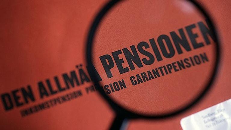 پاکت نارنجی، وضعیت مالی و حقوق بازنشستگی مردم را نشان می دهد