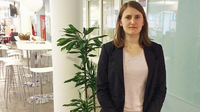 یسیکا اولسوُن، مدیر جدید سازمان جوانان حزب دموکرات های سوئد  که رهبران حزب با انتخابش مخالفت کرده اند  Foto: Tova Kurkiala Medbo/Sveriges Radio