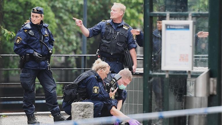 پلیس در حال بررسی صحنه جرم در مدبوریارپلاتزن