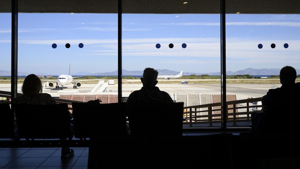Flygresenärer och turister.