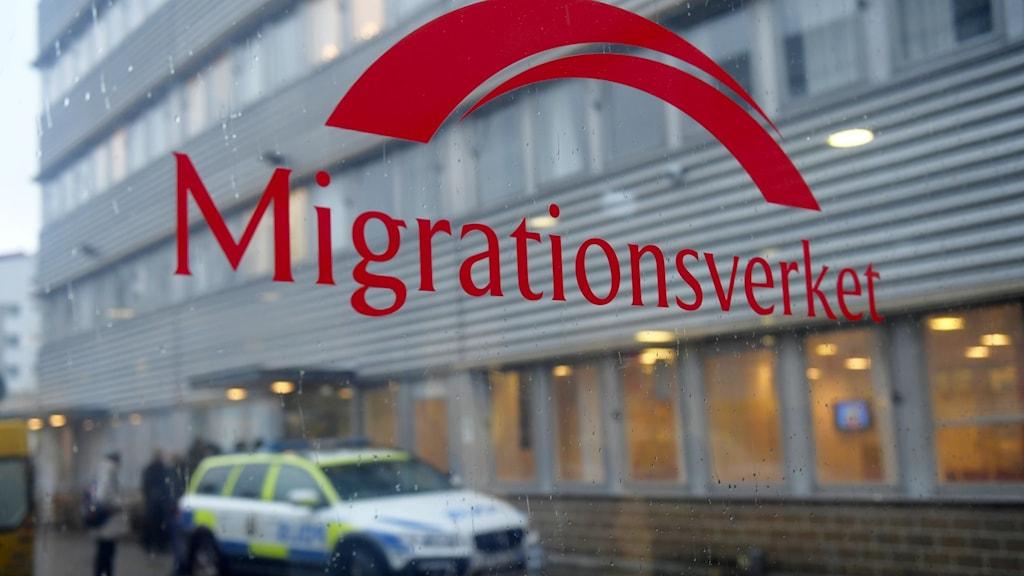 اداره مهاجرت سویدن، تصمیم گرفته است کسانیکه به پیوند خانوادگی درخواست میدهند و اما گذرنامه از کشور خود شان ندارند، میتوانند که به «Främlingspass» درخواست بدهند.