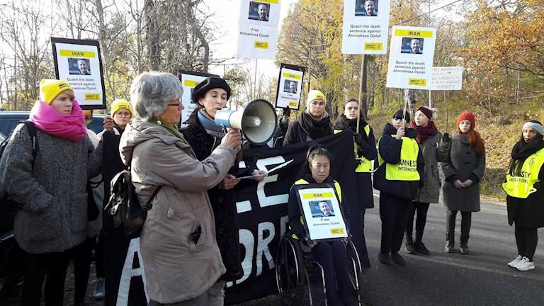 Amnesty hade en manifestation utanför Irans ambassad i Stockholm.