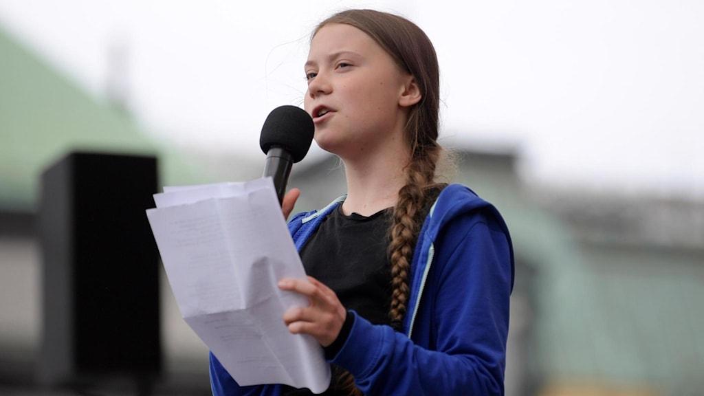Klimataktivisten Greta Thunberg håller ett av sina tal.