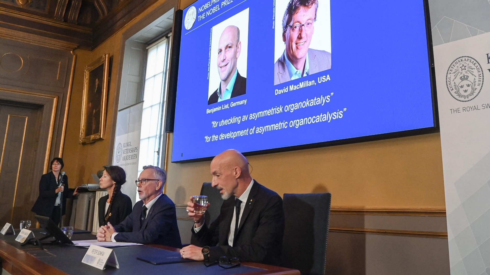 Foto från presskonferensen vid Kungliga Vetenskapsakademin.