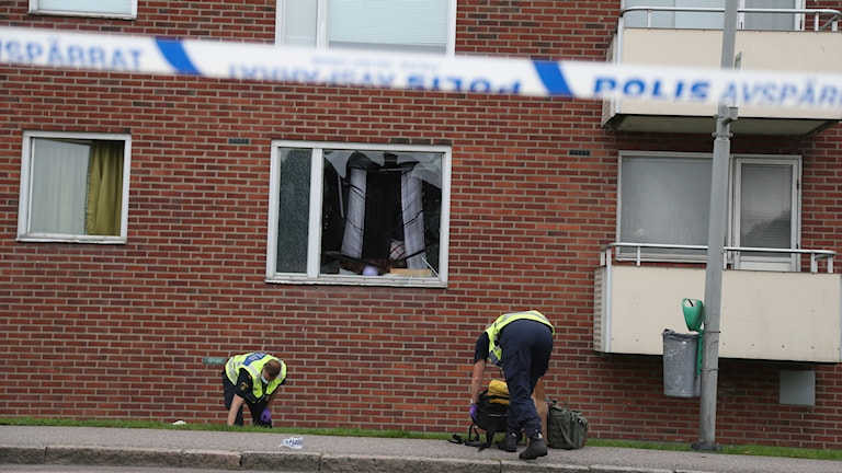 Polisen letar i området