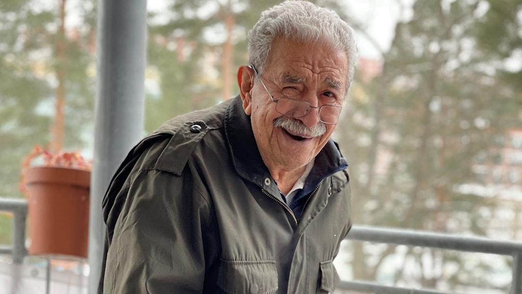 اصغر استکا که در خانه سالمندان زندگی میکند، زندگی در شرایط کرونایی را به حبس بودن تشبیه میکند.