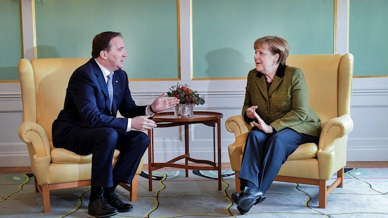 رئيس الوزراء السويدي ستيفان لوفين مع ميركل