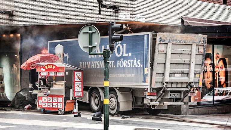 جريمة الدهس بالشاحنة في شارع الملكة دورتنينغاتان في ستوكهولم.
