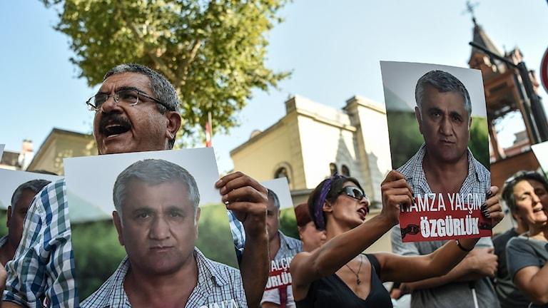 Demonstranter i Barcelona för Yalcin