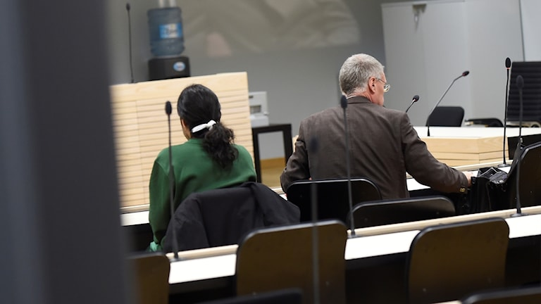 المشتبه به ومحاميه اليوم في المحكمة الابتدائية في مالمو.