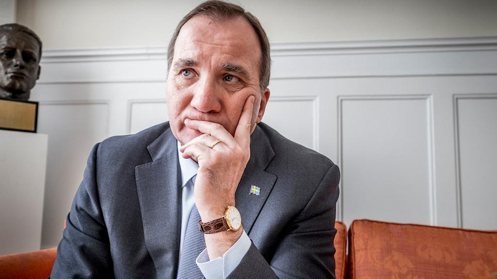 ستيفان لوفين رئيس وزراء السويد Kod 10078