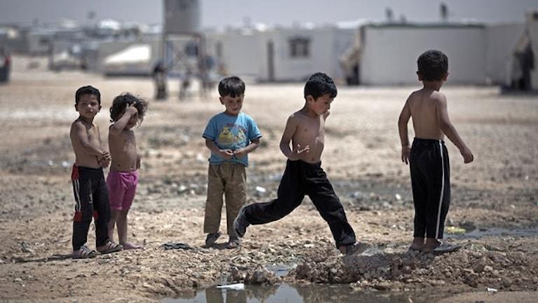 أطفال لأسر هاربة إلى دول الجوار من النزاع في سوريا