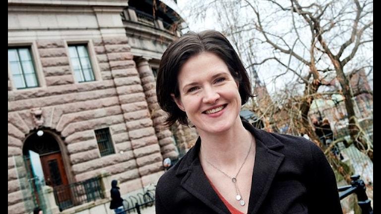 آنا شينباري باترا رئيسة المجموعة البرلمانية لحزب المحافظين