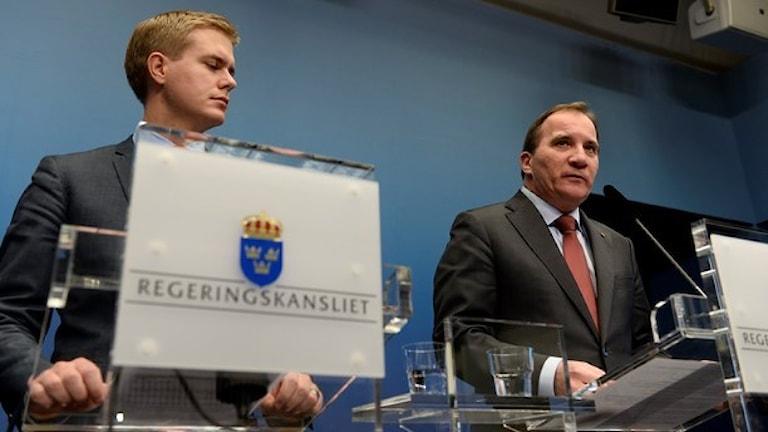 رئيس الإشراكي الديمقراطي ستيفان لوفين بجانب الناطق الرسمي بإسم حزب البيئة / صورة بونتوس لوندال