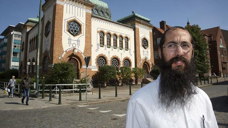 شينور كيسيلمان، من جمعية اليهود في مالمو، احد الذين تحدثوا في البرنامج التلفزيوني، عدسة: ستيغ اوكه يونسون / وكالة الانباء السويدية ت ت