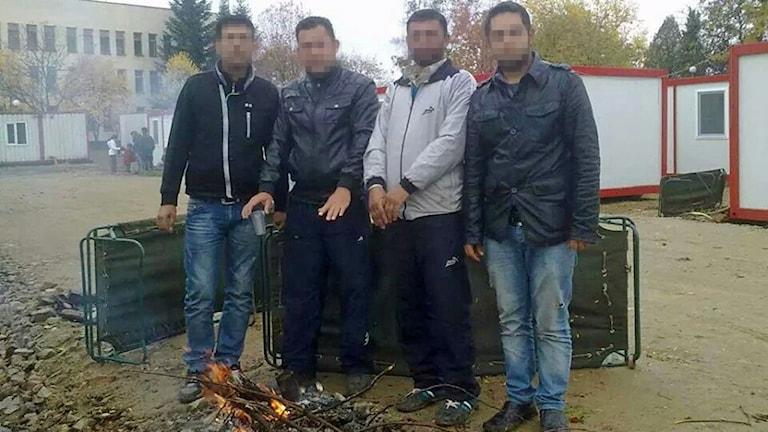 Zoher och sina kompisar i flyktinglägret Harmanli i Bulgarien. Foto: Privat