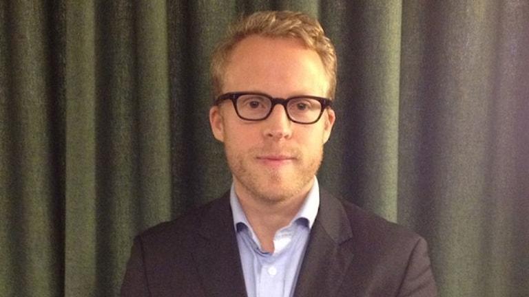 """دافيد آلين رئيس قسم الآراء في معهد """"Ipsos"""". صورة: هيلينا ألاندر/ إذاعة السويد."""
